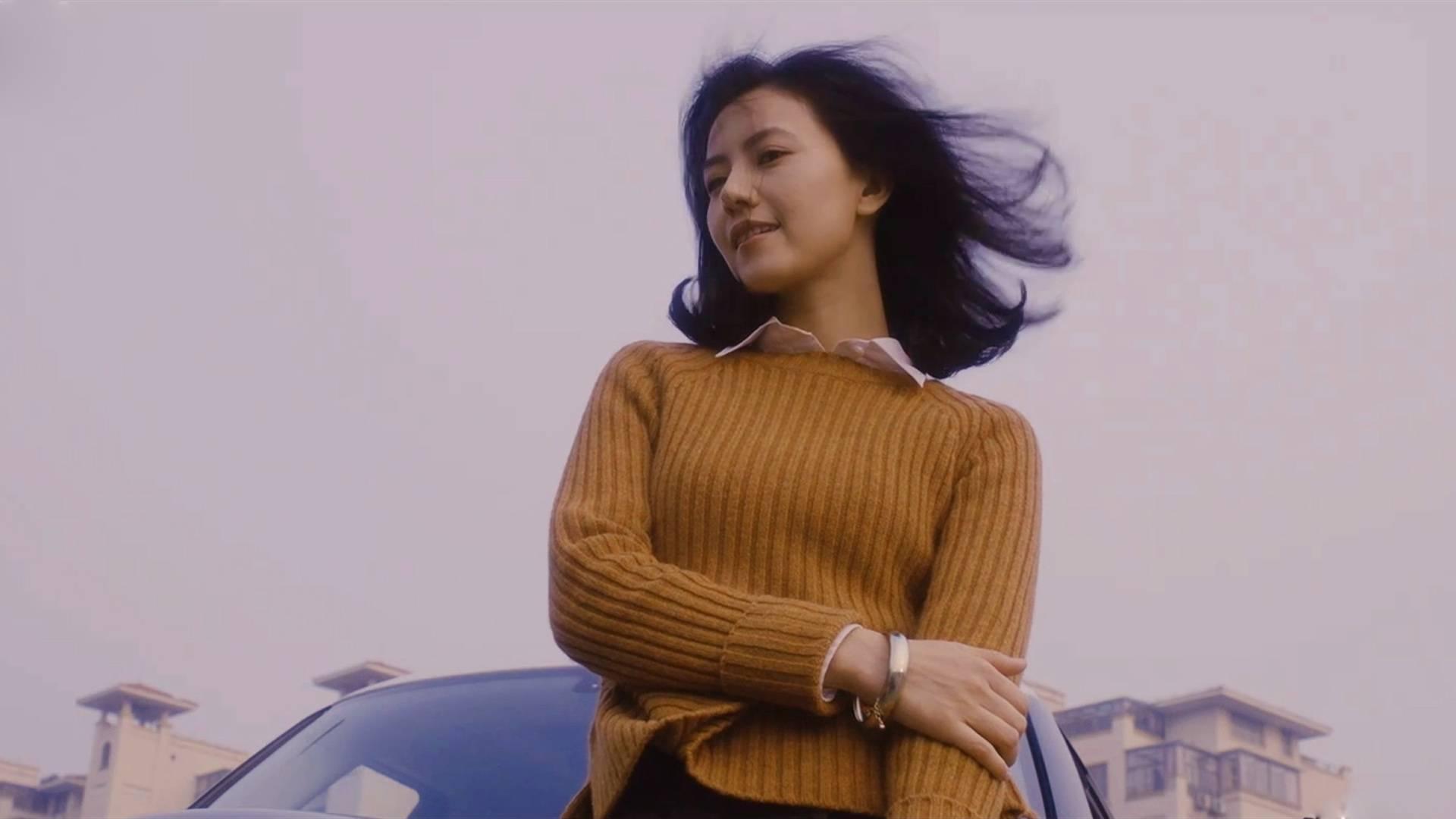 王菲的《致青春》搭配高圆圆个人混剪,网友:美的优雅而深刻