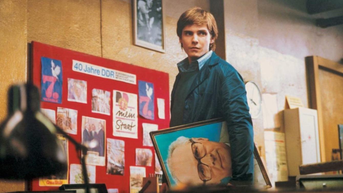 细读经典 105: 社会主义东德在79平米的房间里延续《再见列宁》