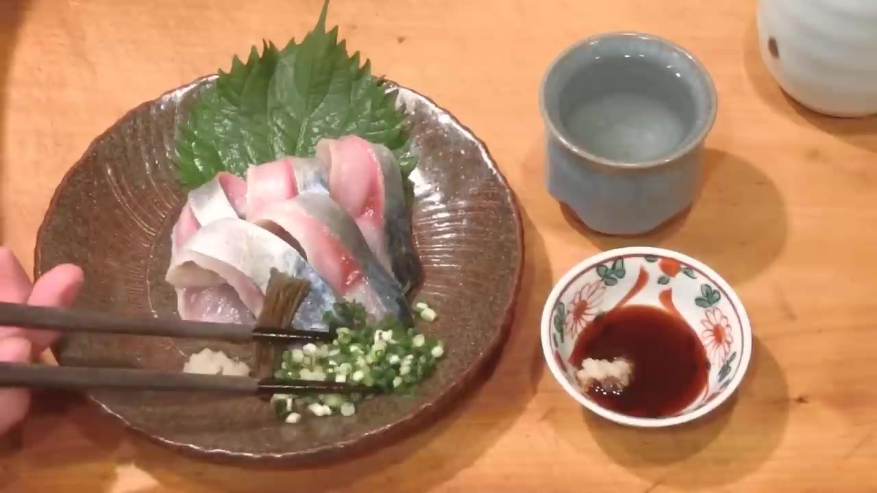 秋鯖鱼刺身有多美味?看完大厨制作过程,我再也不想吃清蒸了!