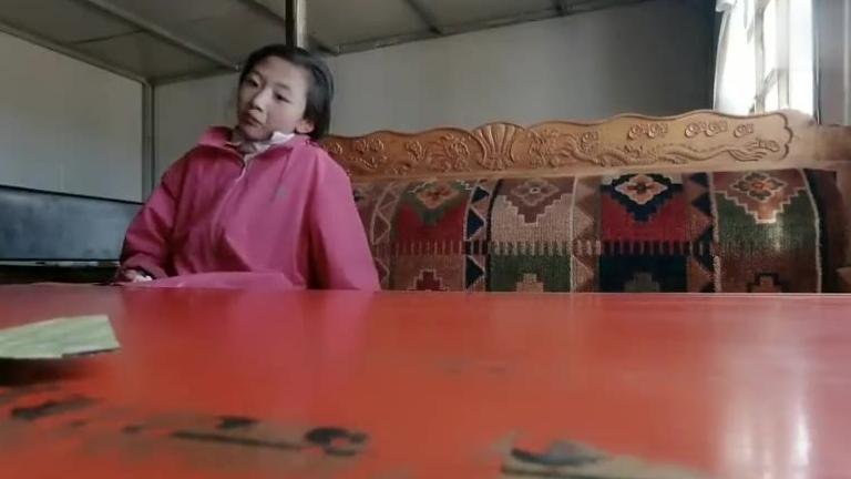 落落大方的藏族女孩
