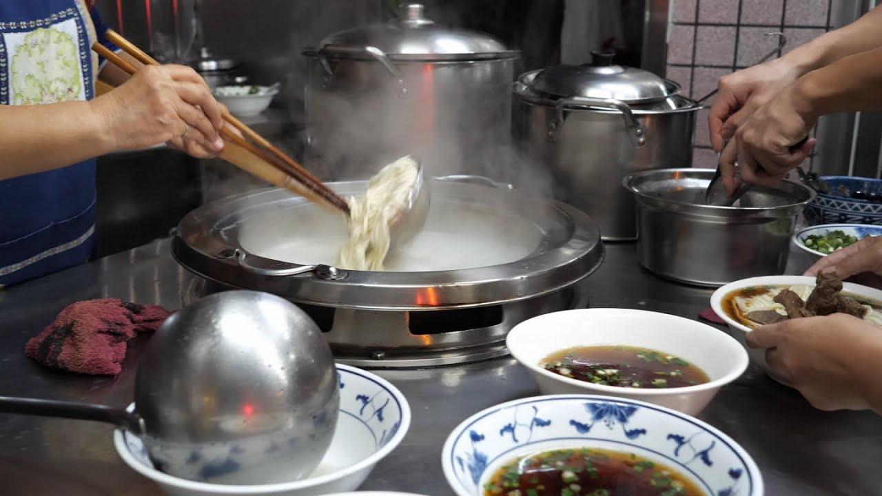 台湾餐馆美食 - 牛肉面, 卤菜(牛肚, 猪耳朵, 大豆干, 素鸡, 甜不辣, 黑轮)
