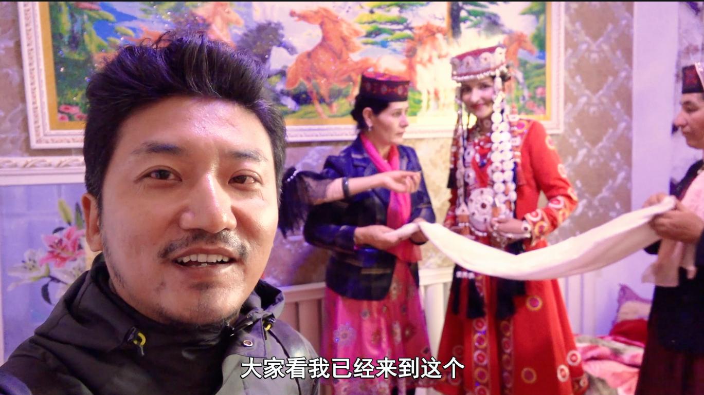在新疆赶上塔吉克族小伙结婚,跟新郎去接亲,新娘揭开盖头太惊艳