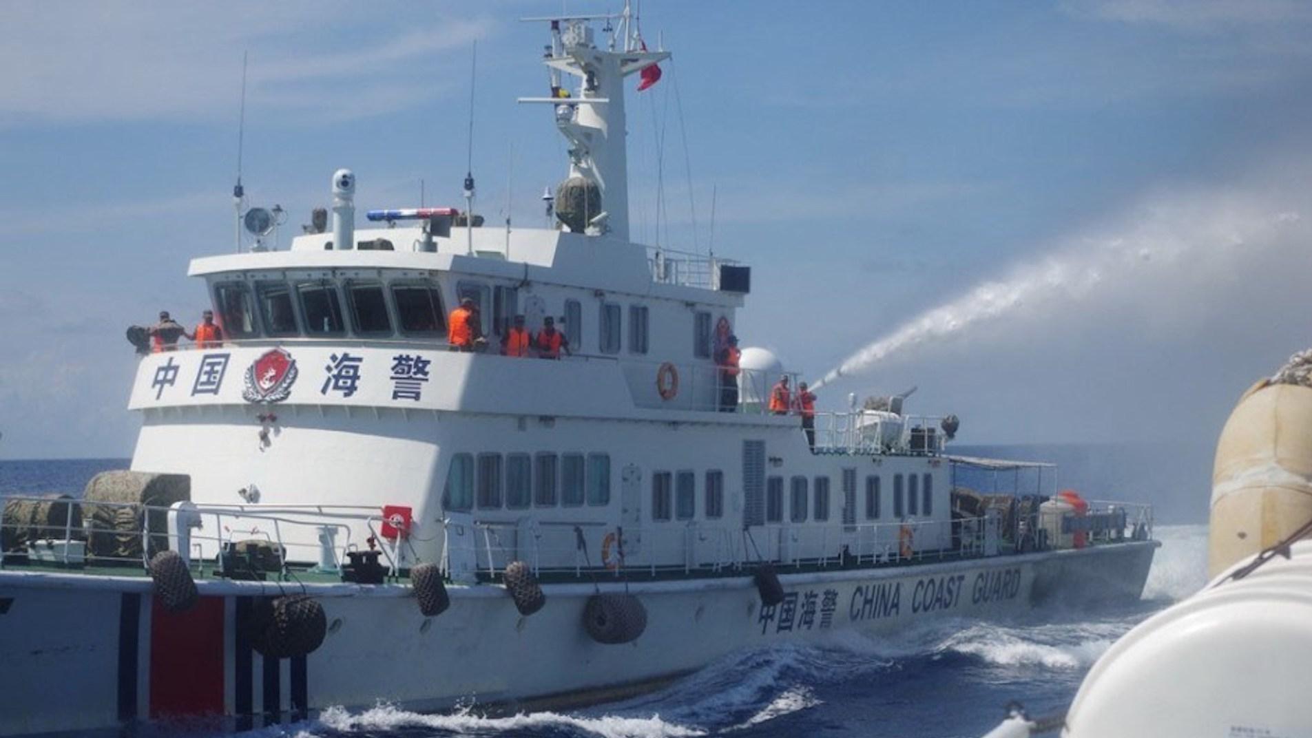 靠近就开火!中国海警新规定出台授权使用武器,美日高呼抗议!