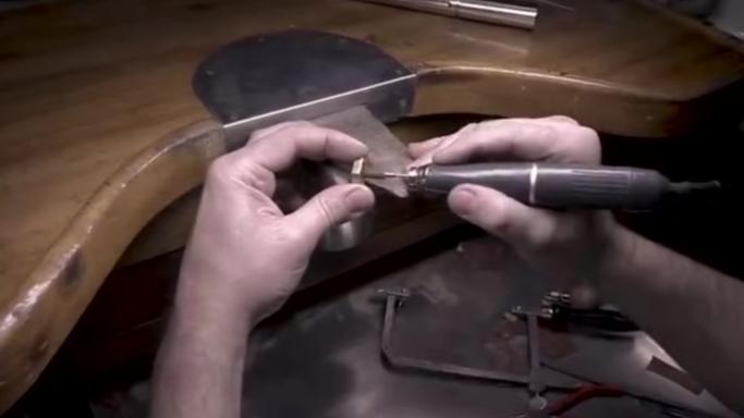 教你如何用两个六角螺母做成了一枚1克拉钻戒!