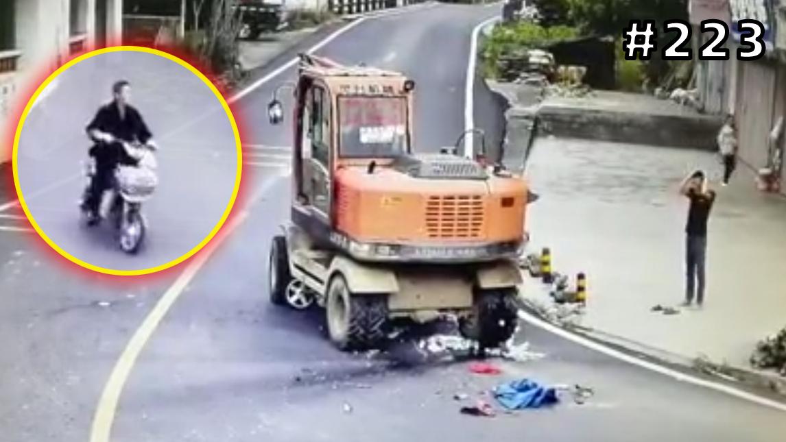 电动车逆行惨遭挖掘机碾压!挖掘机司机抱头狂抓!【#223】