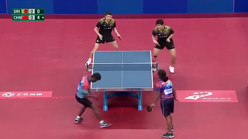 斯里兰卡与中国的乒乓球赛,大家感受一下。都有点心疼对方了…