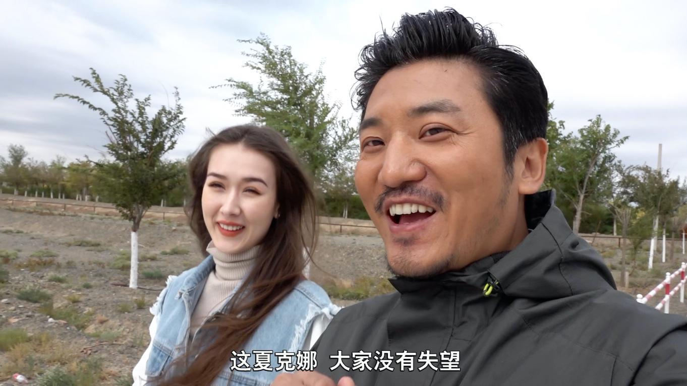 新疆土豪之城克拉玛依,当地女孩给我做向导,竟是世界旅游小姐冠军