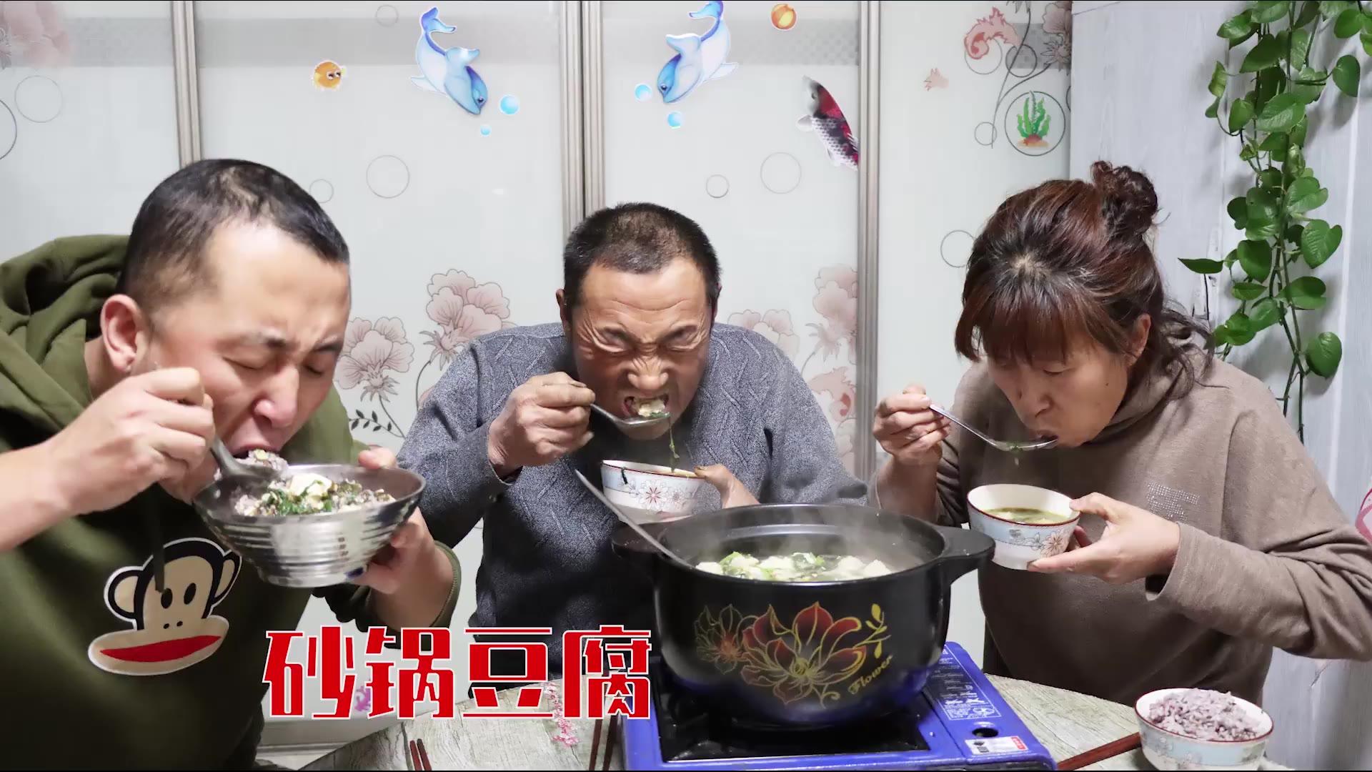 砂锅豆腐有很多种做法,今天这种做法味道太赞了,汤味浓郁,好吃