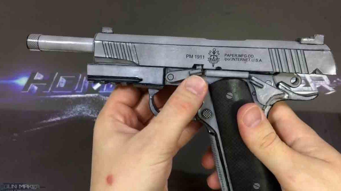 给纸板枪贴一张表皮封装一下质地更好-纸板手工制作