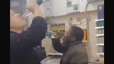 对 瓶 吹