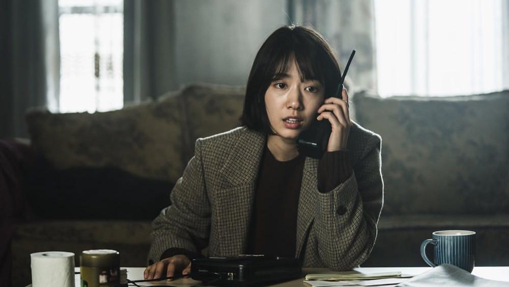 深度解读韩国惊悚反转电影《电话》,一台穿越时间的电话打回20年前,却不小心和杀人魔做了闺蜜