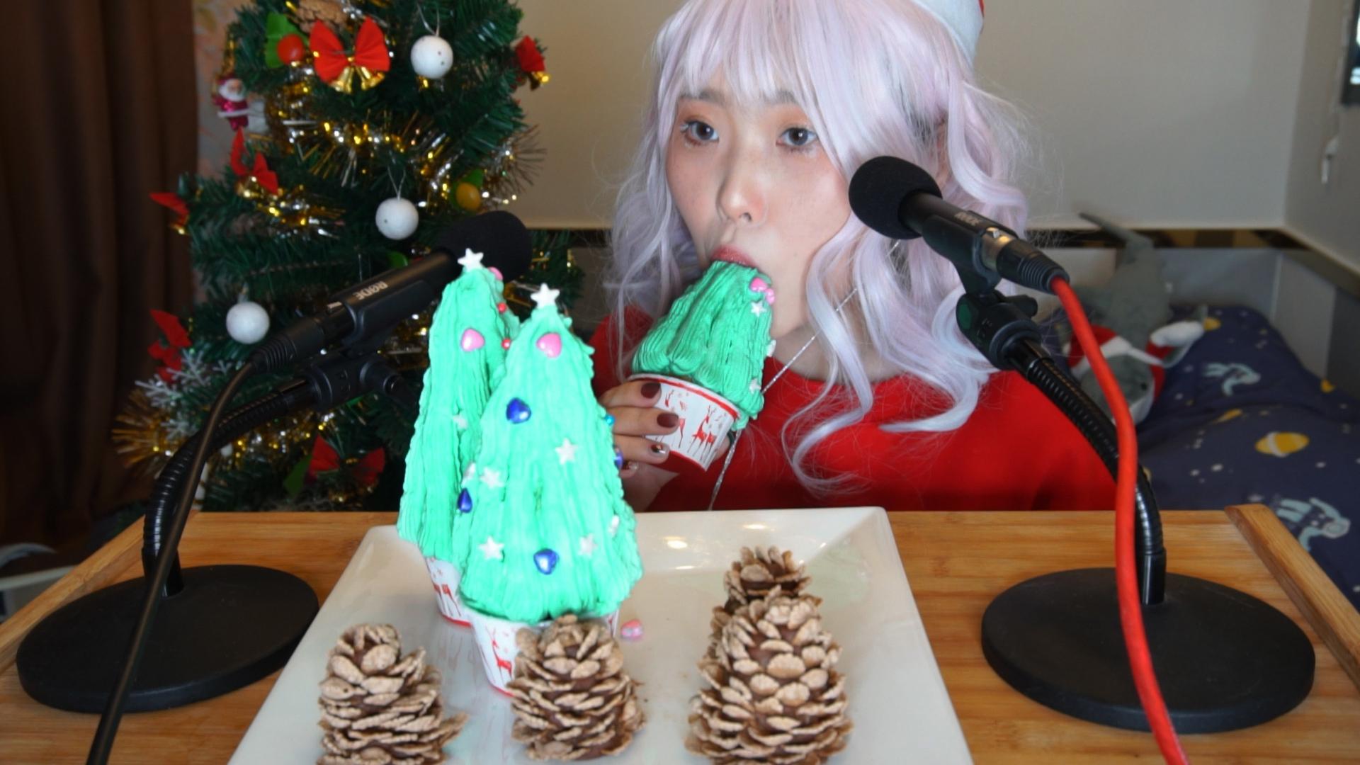 松果和圣诞树蛋糕!不是真的松果哦~圣诞快乐!
