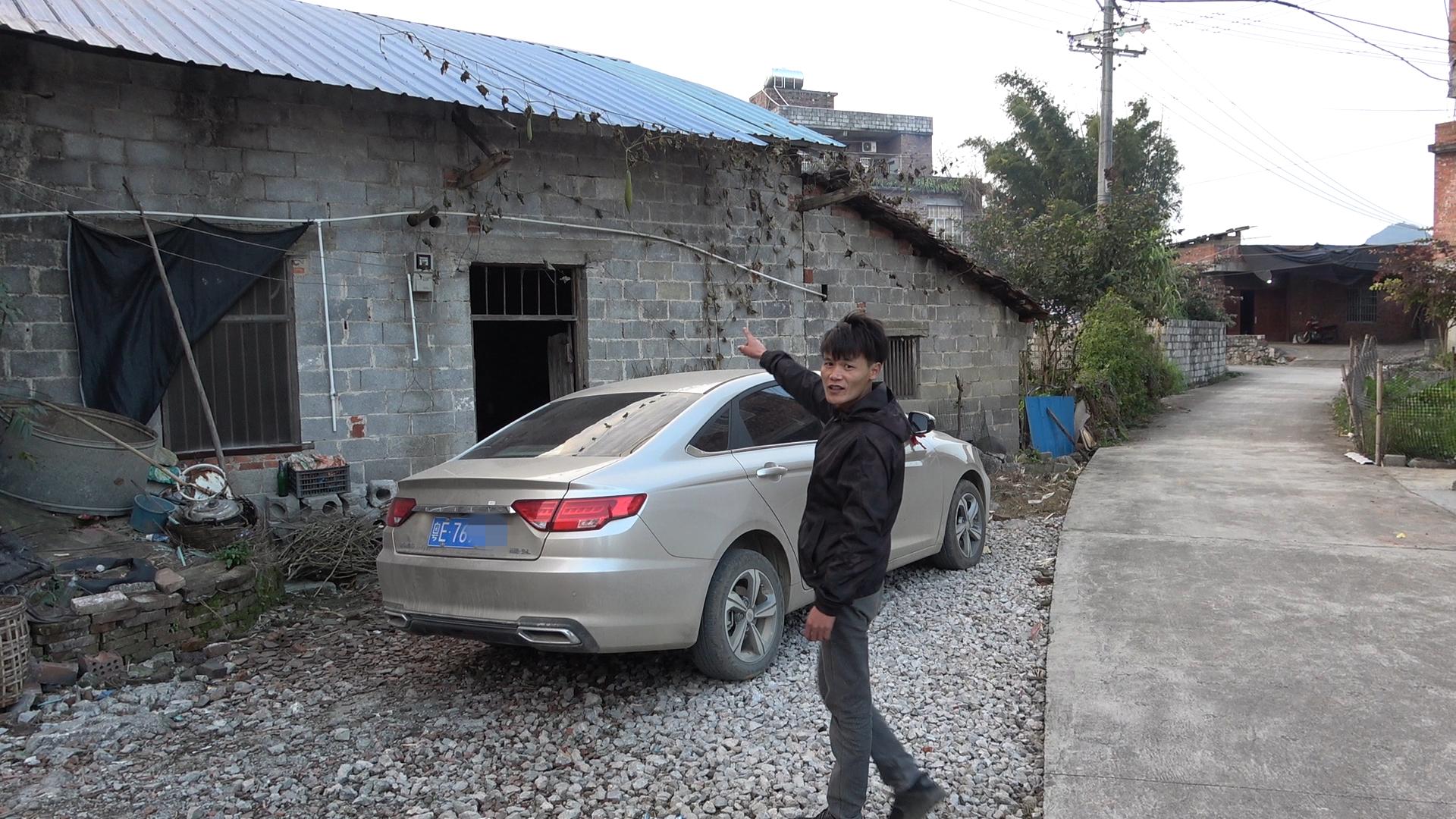 农村小伙为了娶老婆,把打工5年攒的钱买了一辆小轿车,太下本了