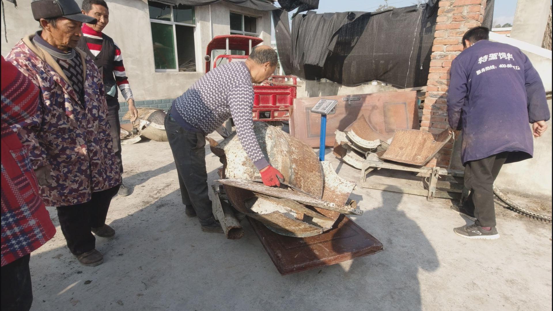 年轻帅小伙捡废品,捡铁1376斤,工作之余捡铁好几年,今天,卖了