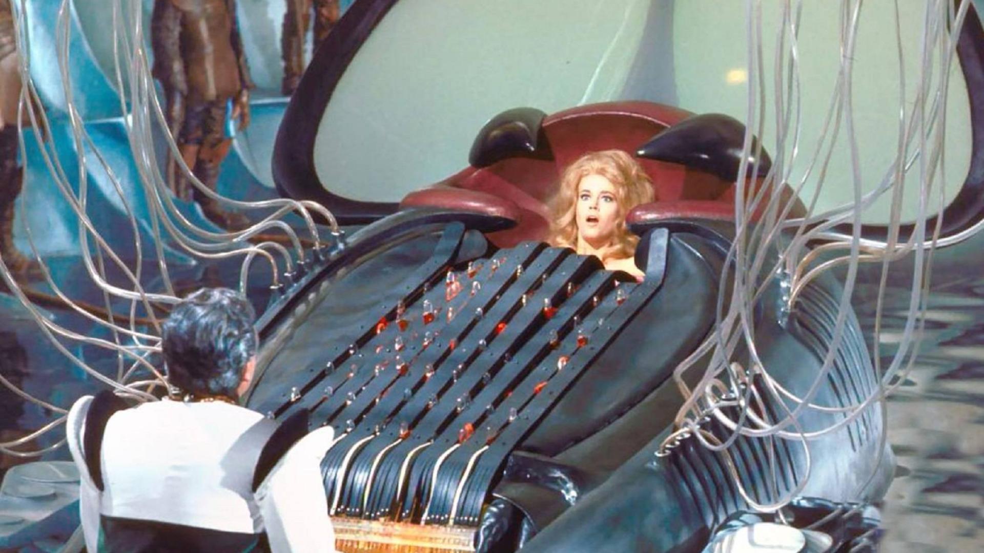 邪恶科学家将女孩放入钢琴,用琴键羞辱她,这部1968年的电影,尺度大到令人咋舌!
