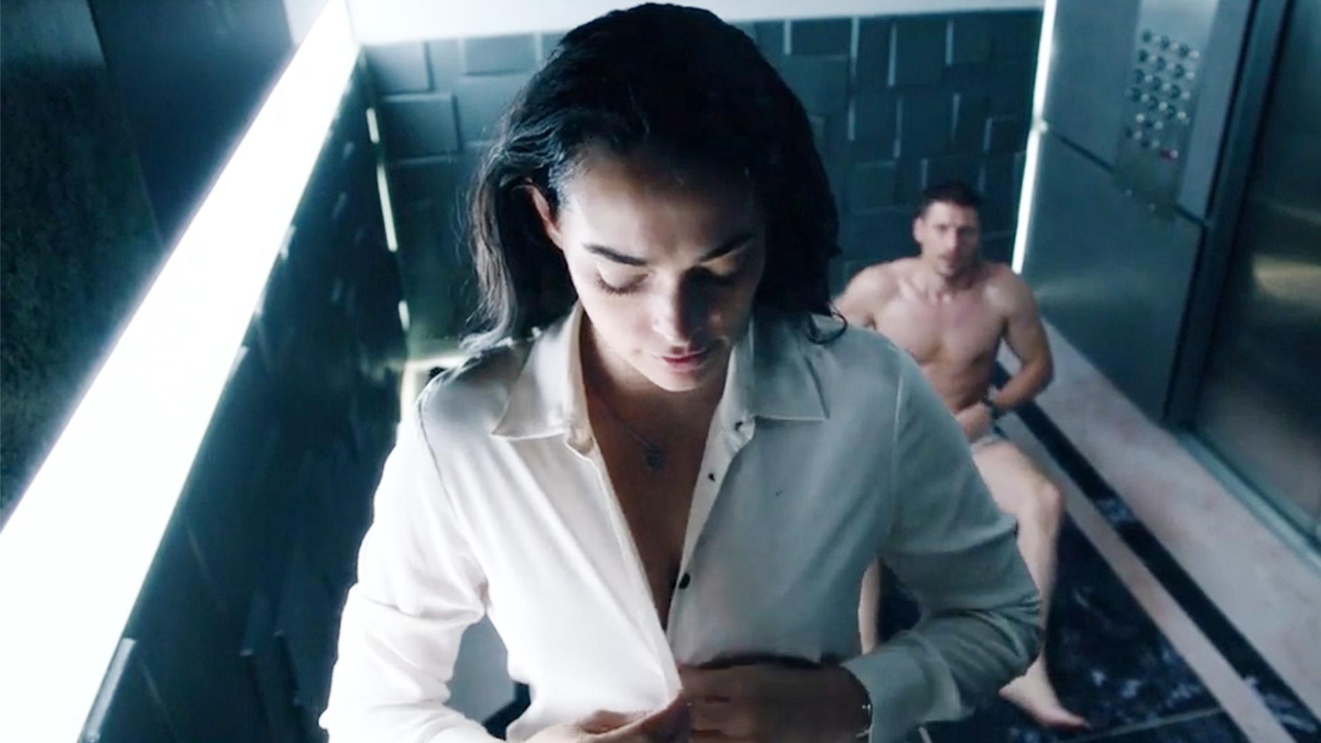 一男一女被困电梯80个小时,为了打发时间选择坦诚相见