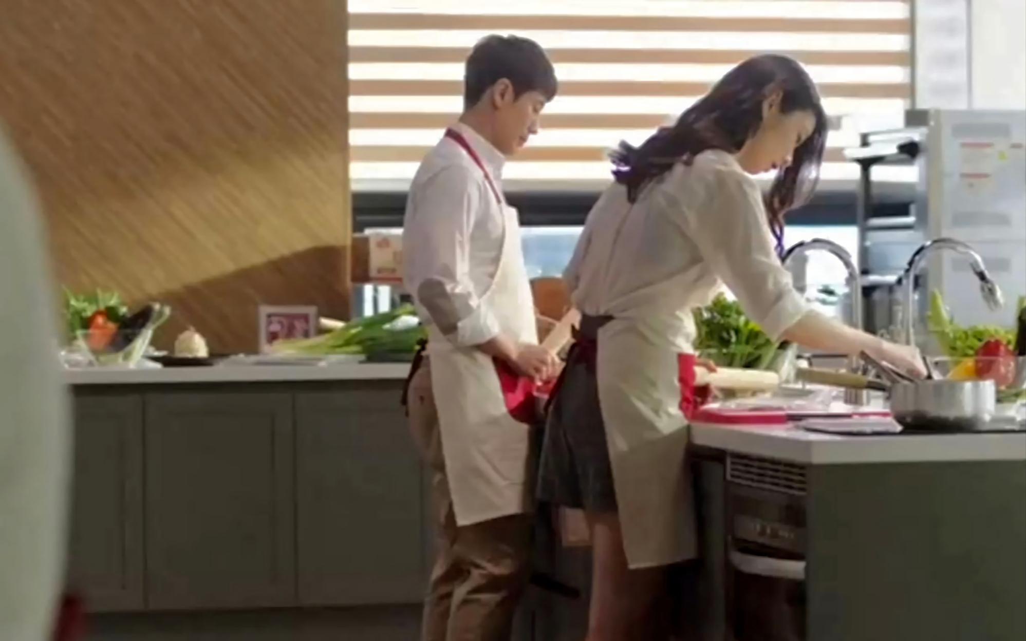 喜剧片:韩国一家四口的糜烂生活让人咋舌,每个人都头顶青青草原