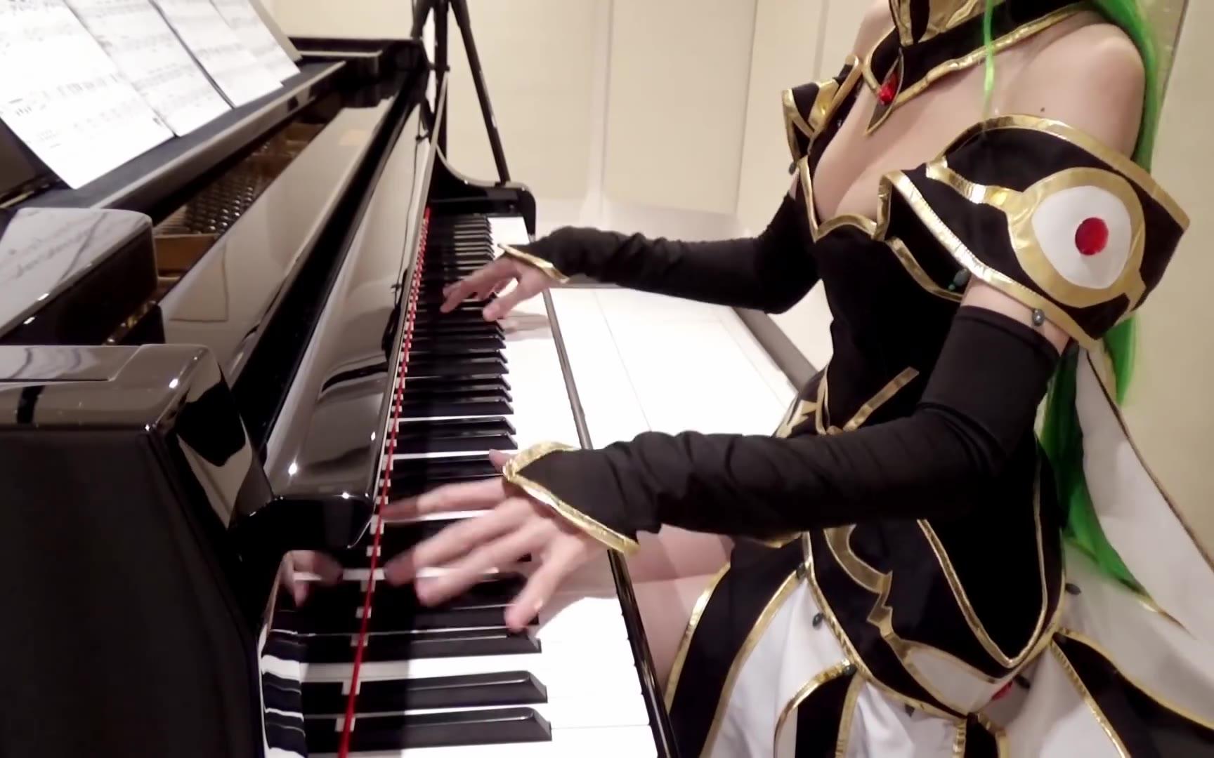 女神!穿着C·C的衣服弹《反叛的鲁鲁修》各种各样钢琴曲!