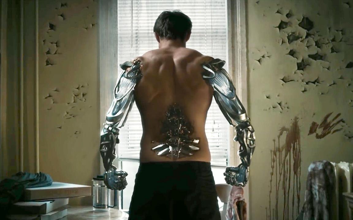 小伙注射神秘药剂,渐渐变成了机械人,一拳打翻摩托车!速看科幻短片《机械药剂》