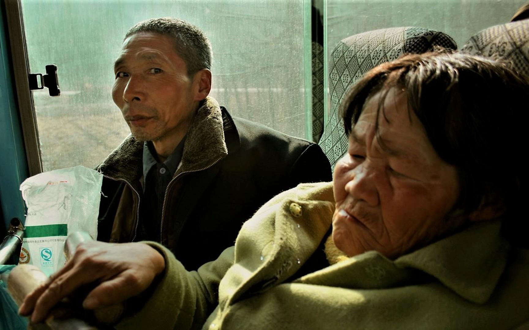 老汉130买聋哑傻当老婆,女人为救夫沦落风尘,真实记录游民世界
