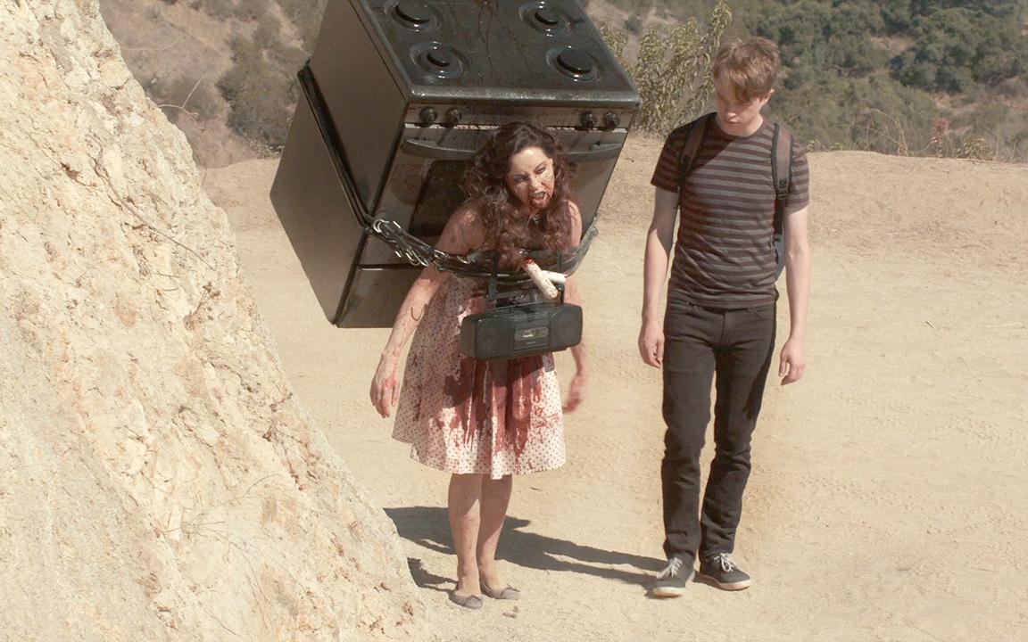 女孩死后从墓中爬出,变成了一个僵尸,男友却对她不离不弃!速看奇幻电影《我的僵尸女友》