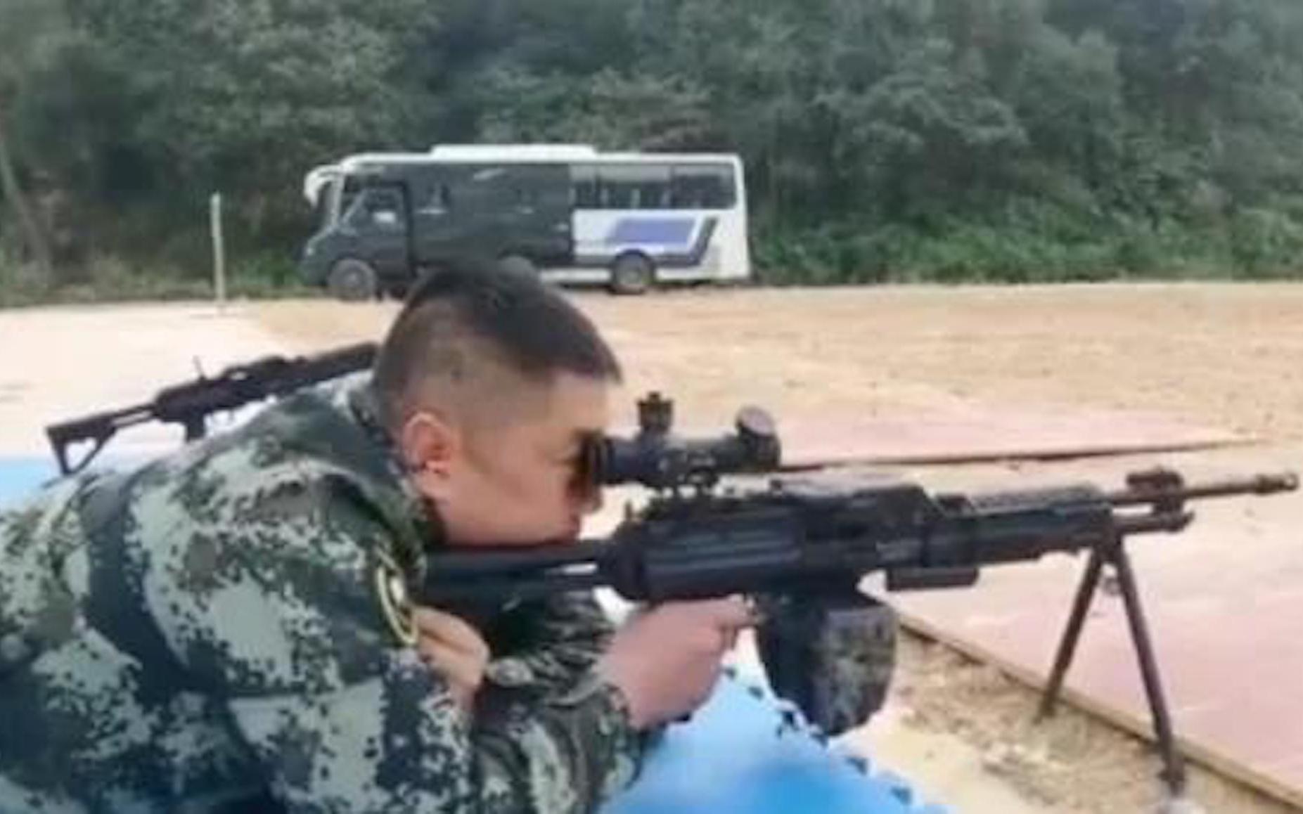 视频曝光!解放军新机枪性能揭露,中国版M249?