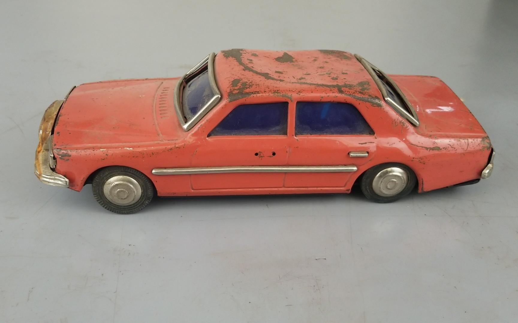 翻新80年代铁皮玩具汽车