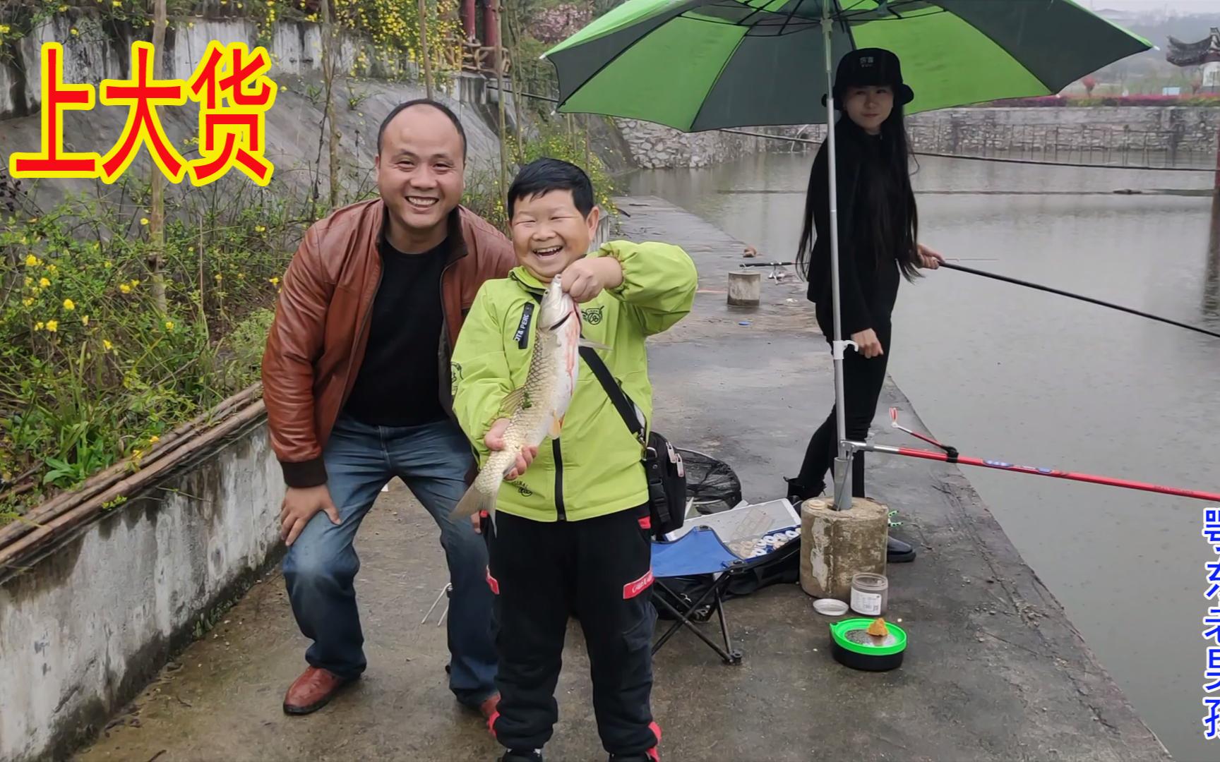 老男孩远赴县城见八妹,不忘带上钓鱼工具,这次终于上了大货
