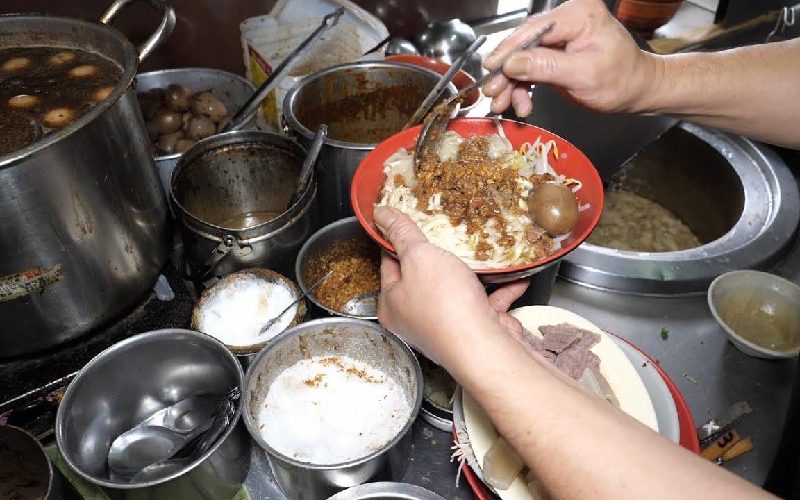 辣板条(干), 卤肉饭, 飞鱼卵香肠, 辣豆干, 卤贡丸, 卤蛋, 海带, - 恒春美食 呷大面