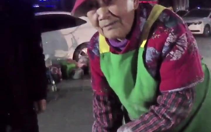 九十六岁的摆摊老奶奶