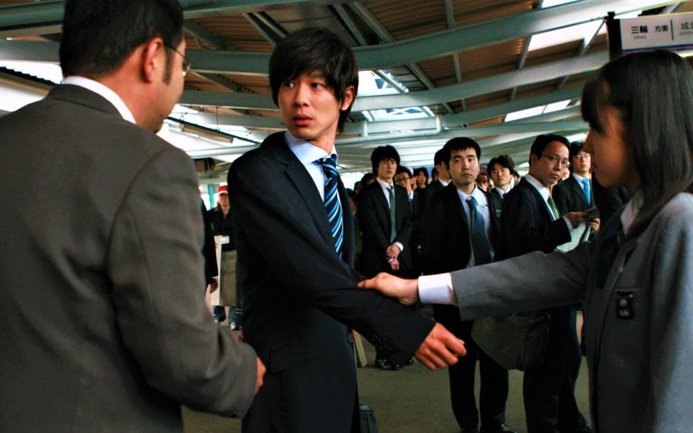 豆瓣8.6分,极度压抑的日本电影,被女高中生冤枉猥亵怎么办?