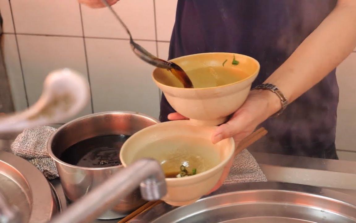 台湾餐馆美食 - 排骨鸡腿饭, 馄饨汤