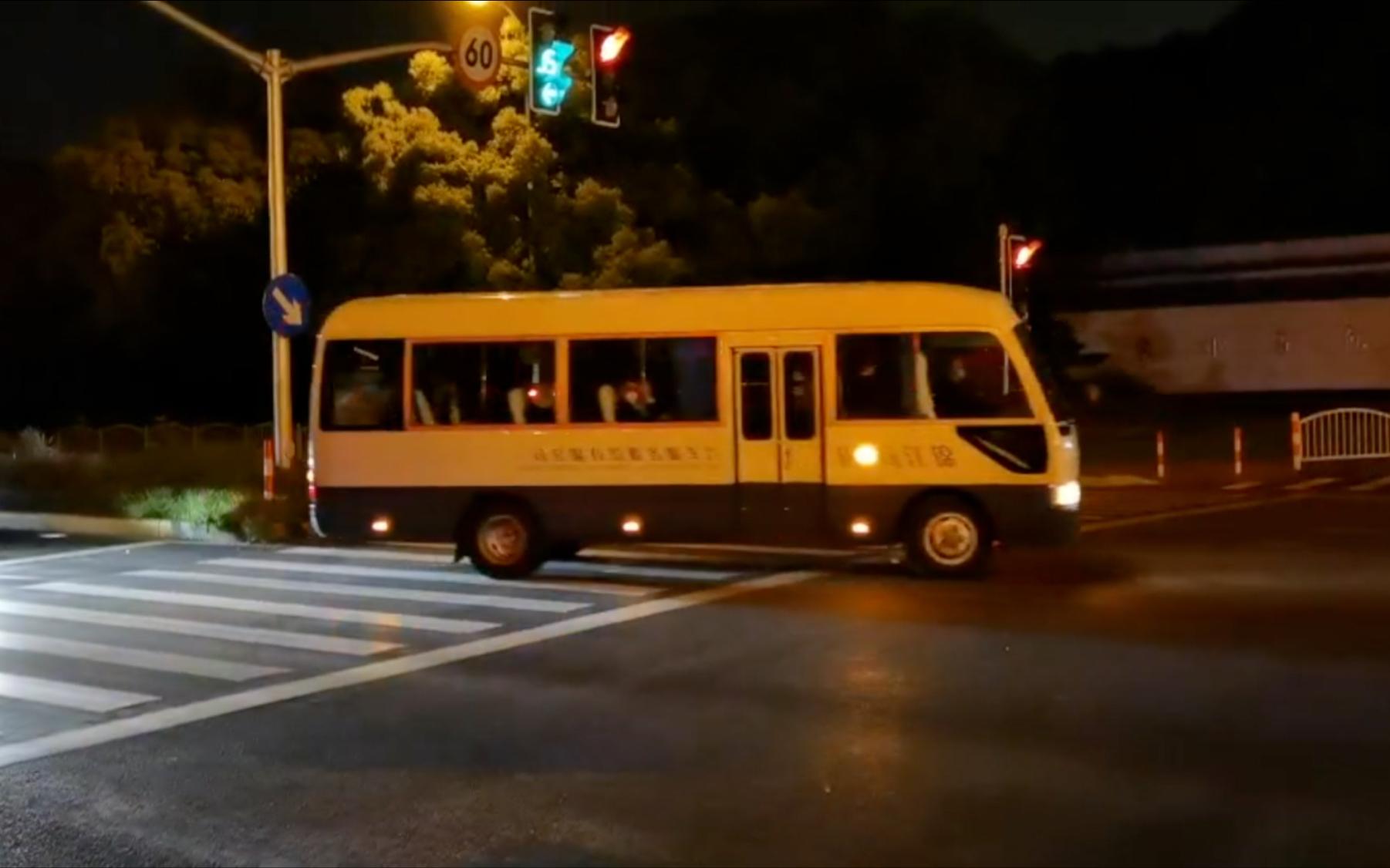美总统气候问题特使约翰·克里车队开进上海东郊宾馆