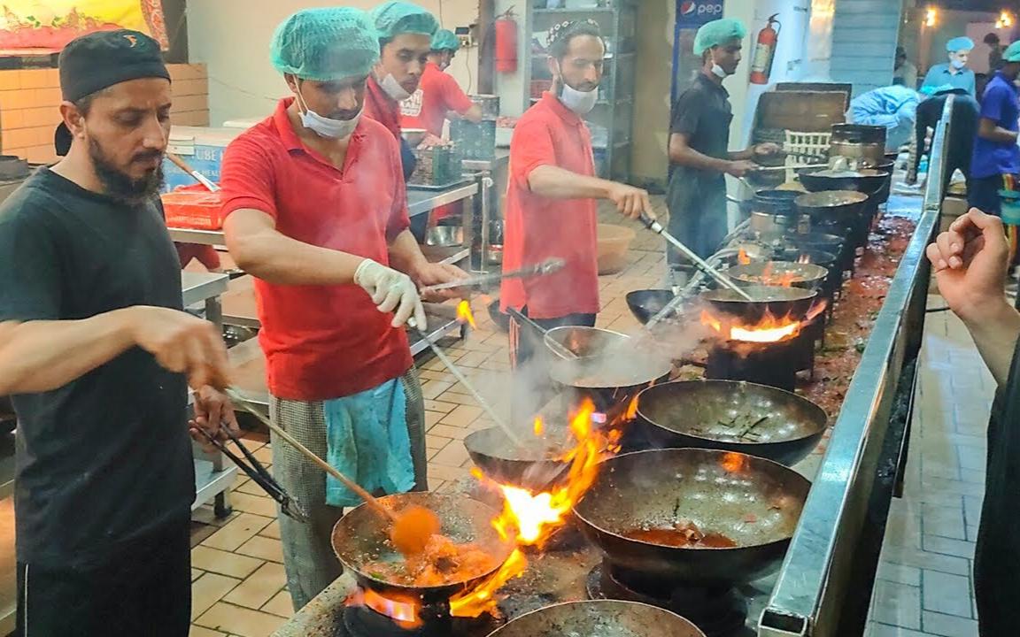 朋友带我来吃巴基斯坦最正宗的美味,浓香的炖鸡肉,鸡肉鲜香嫩滑不腥不柴!
