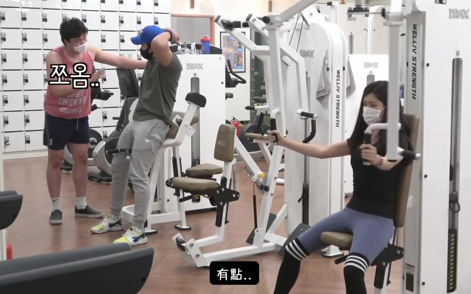 【爆笑隐藏摄像机】充满基情的健身房特训 ep02