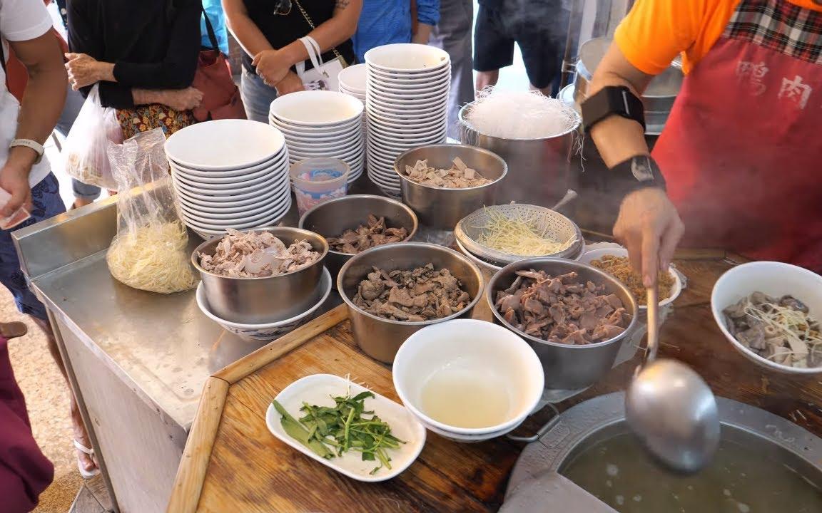 台湾餐馆美食 - 鸭肉饭, 综合下水(心, 肝, 胗, 肠), 鸭血糕, 烫空心菜