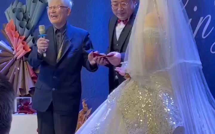 爷爷在孙子婚礼上说的话,如此有文化和涵养的老爷爷,这样的家庭应该是幸福的吧