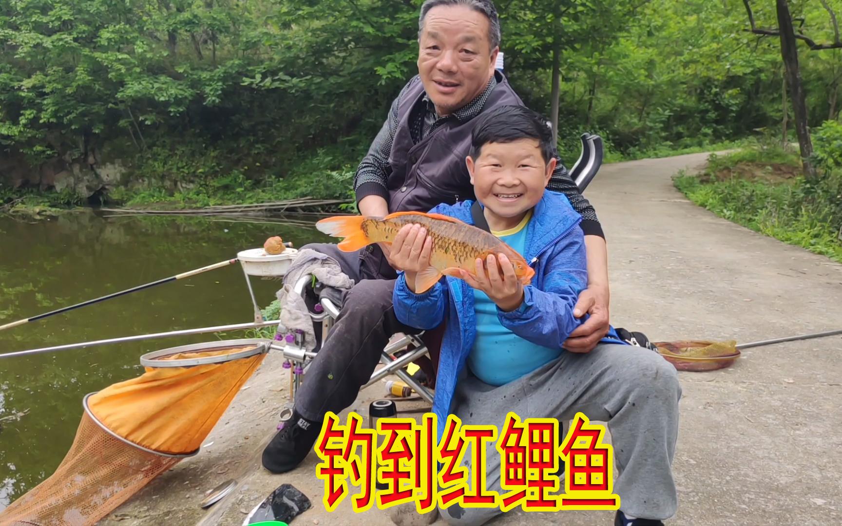 大叔找到一个钓鱼的好地方,带老男孩去上大货,不仅不要钱还管饭