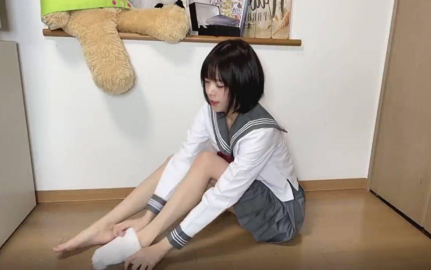 [Arisa][熟肉]裤袜派?白袜派?藏青色袜子派?短裙制服[ありさ]タイツ派?白派?紺ソ