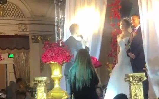 新郎居然把新娘名字叫错了……