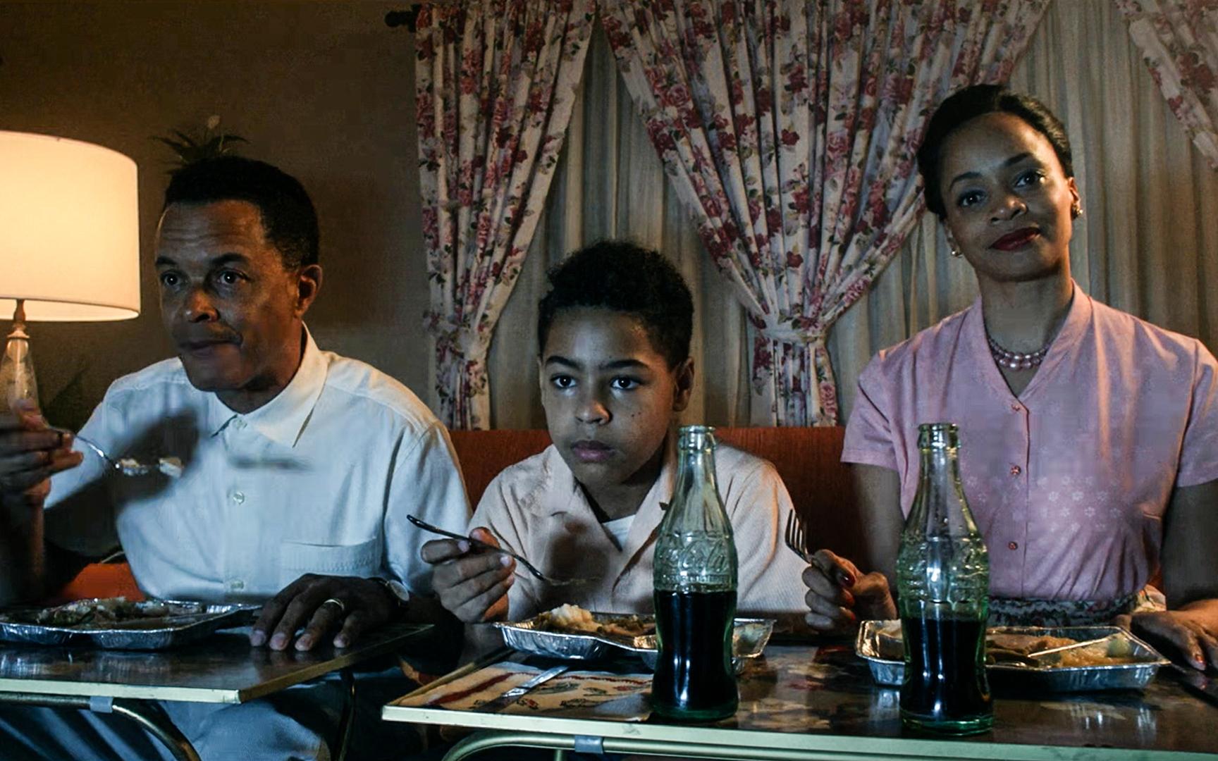 每一帧镜头都压抑无比,黑人在歧视中毁灭,悬疑惊悚剧《他们》