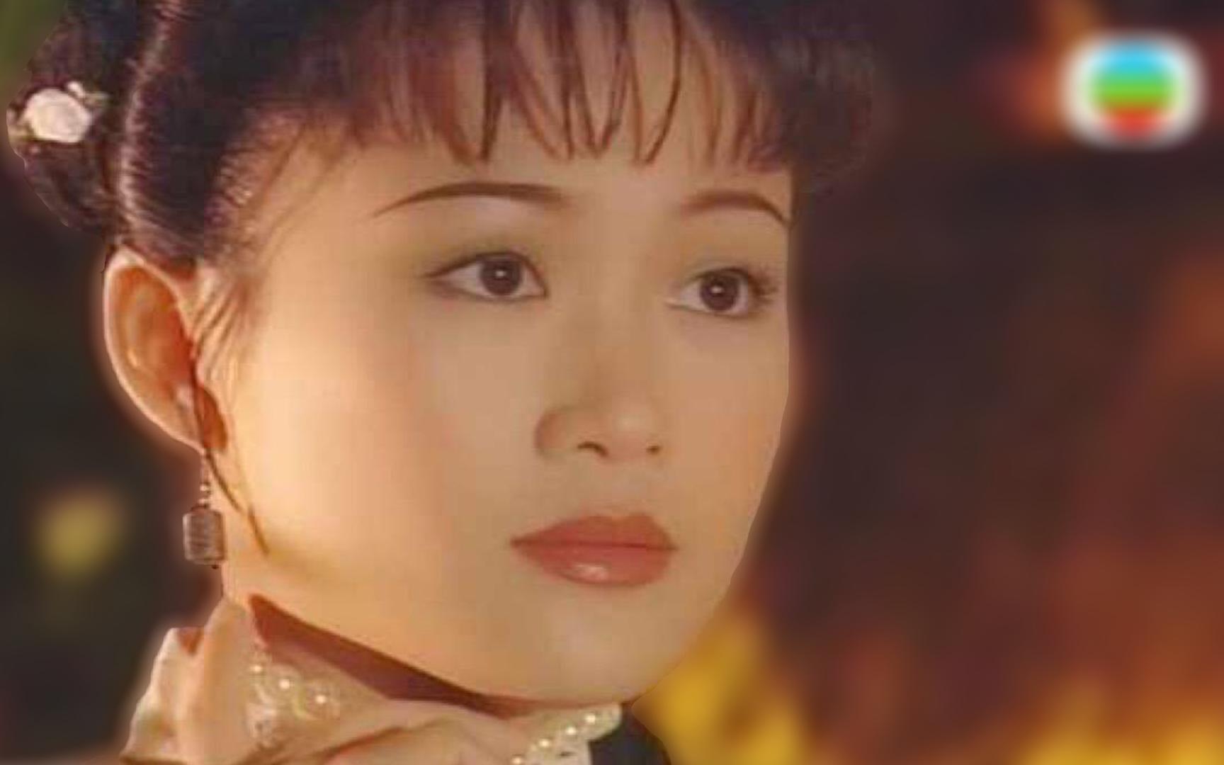 梁小冰,TVB曾经的当家花旦,如今屈居在不满200人的带货直播间里