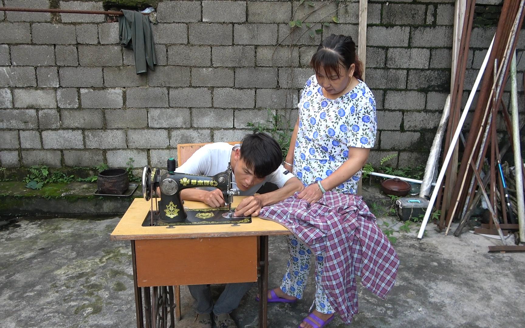 外地老板进村回收老物件,80年代的缝纫机值700块,看看你家有吗