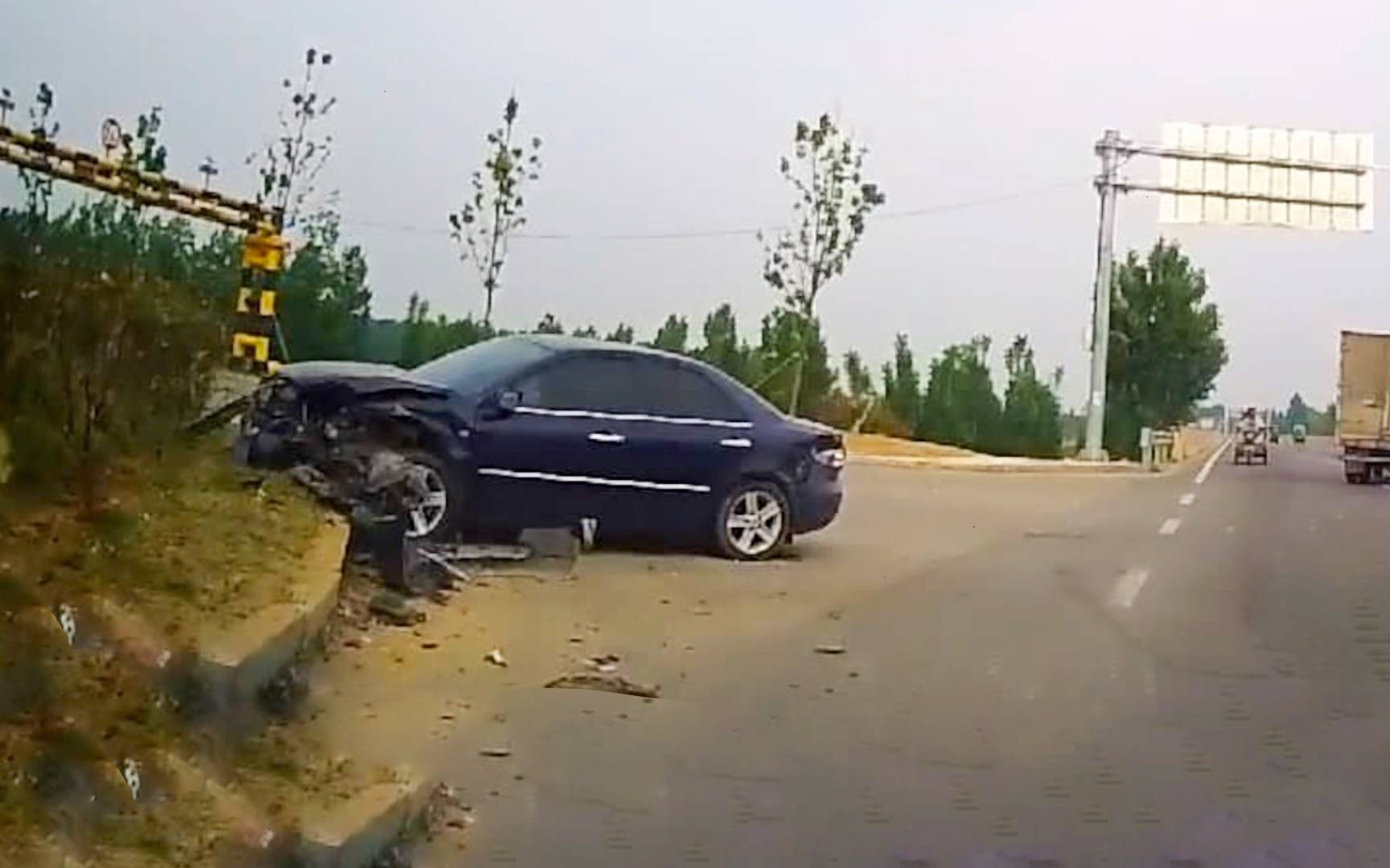你的车怎么翻了,女司机:不知道