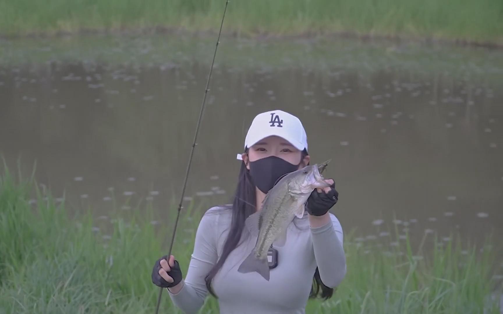 韩国美女去八泉钓鱼