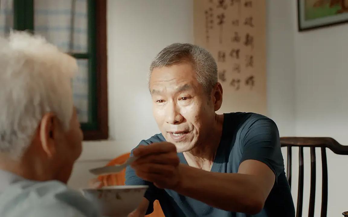 【独家】【何止电影】平均年龄86.5岁!16位老艺术家,贡献了一场中国式孝亲敬老《一切如你》
