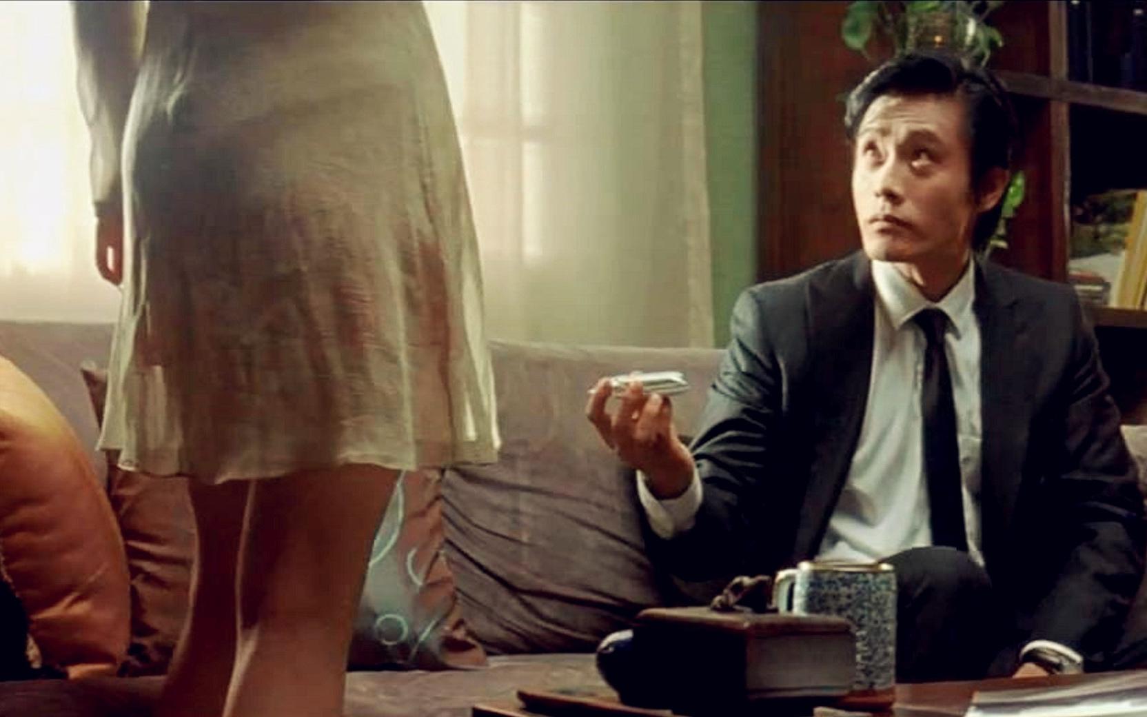 韩国黑帮电影:小弟爱上老大的女人,被老大活埋,死里逃生后疯狂复仇!