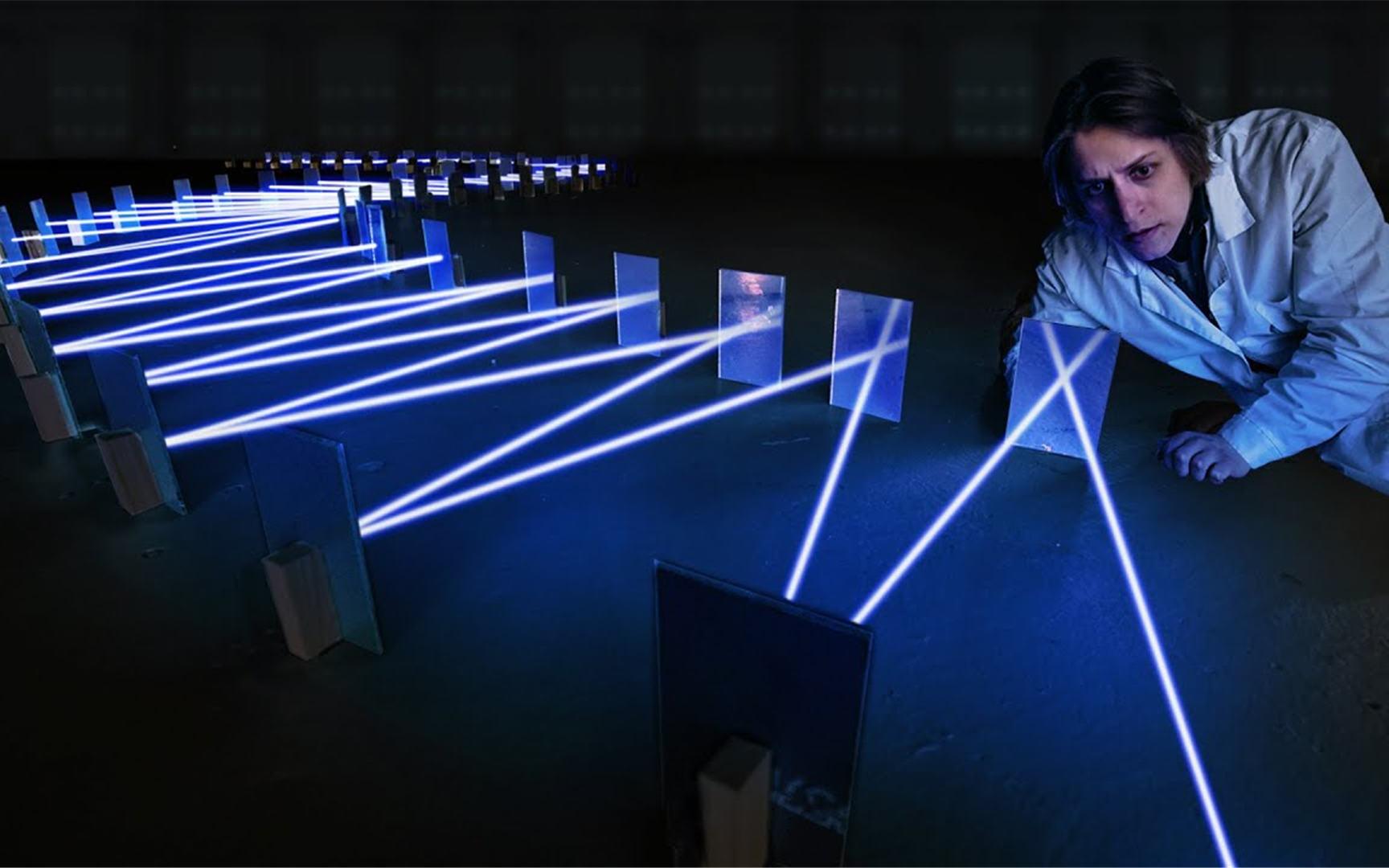 光到底能被反射多少次?老外用激光测试,场面竟然十分漂亮!
