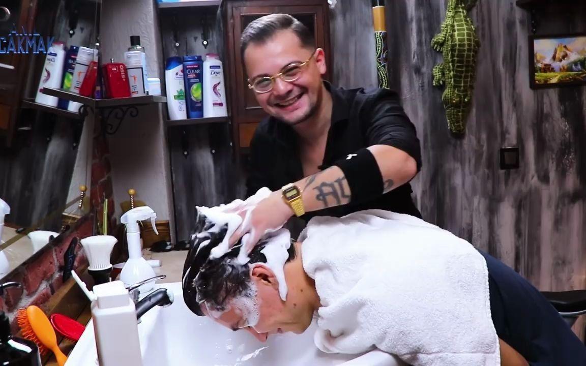 【按摩助眠】土耳其理发按摩师龙哥给朋友帖木儿做按摩