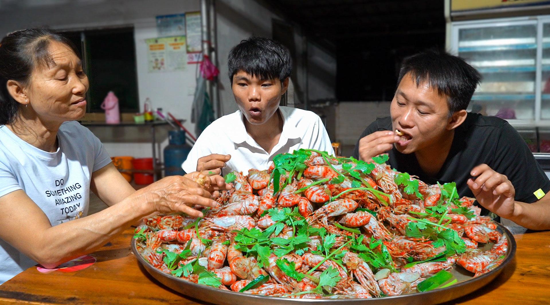 本地大虾吃腻了, 搞700块钱的俄罗...